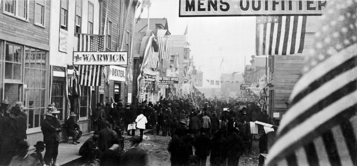 Nome, Alaska, in 1900. The Dexter Saloon at left was owned by Wyatt Earp.