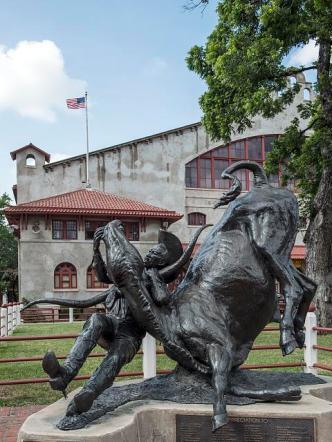 bill-pickett-statue
